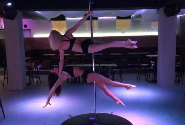 Pole dance show ve dvojici
